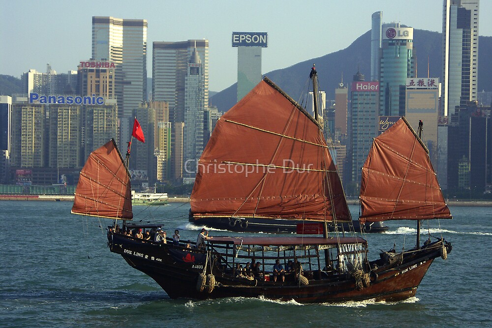 Jonk in honk kong bay - China by Christophe Dur