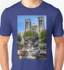 USA. California. San Francisco. Grace Cathedral & Fountain. T-Shirt