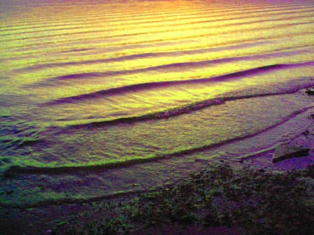 Glowling sea scape by wysiwyg