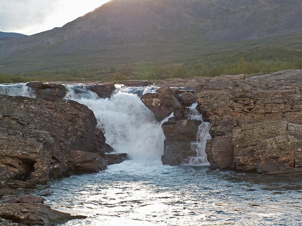 A waterfal along the Kungsleden by MichaelBr