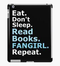 ESSEN, NICHT SCHLAFEN, BÜCHER LESEN, FANGIRL, REPEAT (weiß) iPad-Hülle & Klebefolie