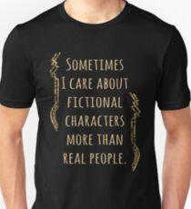 Camiseta ajustada a veces me importan los personajes de ficción más que personas reales