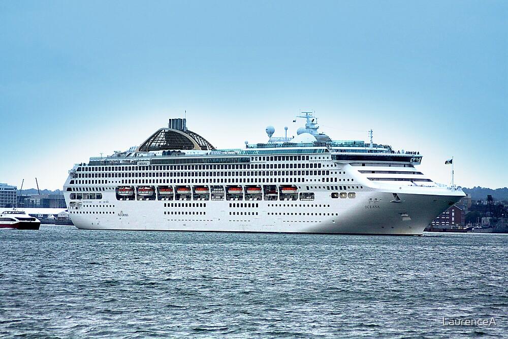 Oceana Leaving Southampton 2008 by LaurenceA