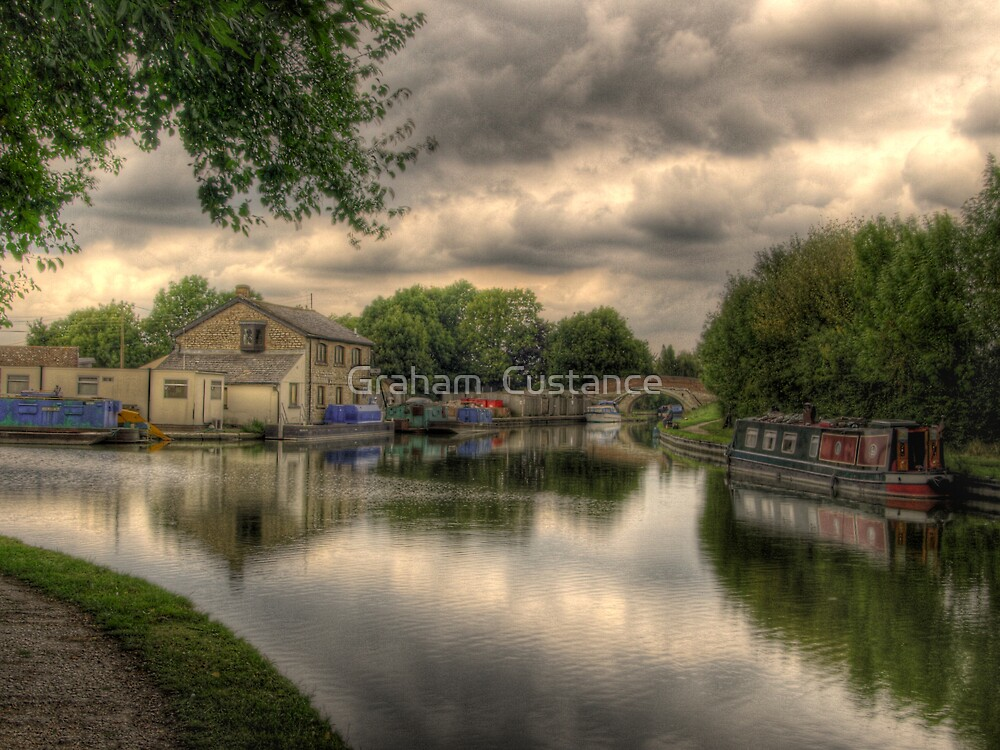 Grand Union Canal by Graham  Custance
