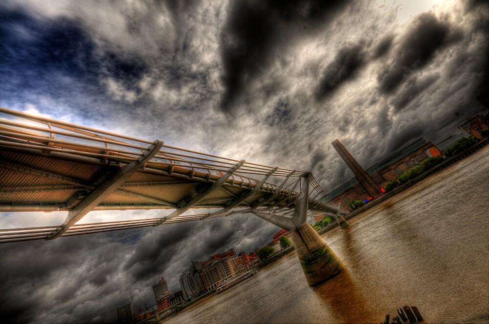Wonky Millenium Bridge by NrthLondonBoy