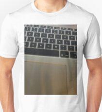 MACBOOK PRO Unisex T-Shirt