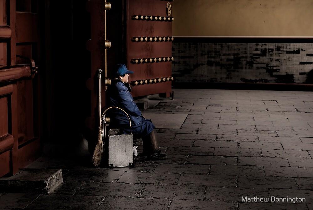 Waiting for dirt by Matthew Bonnington