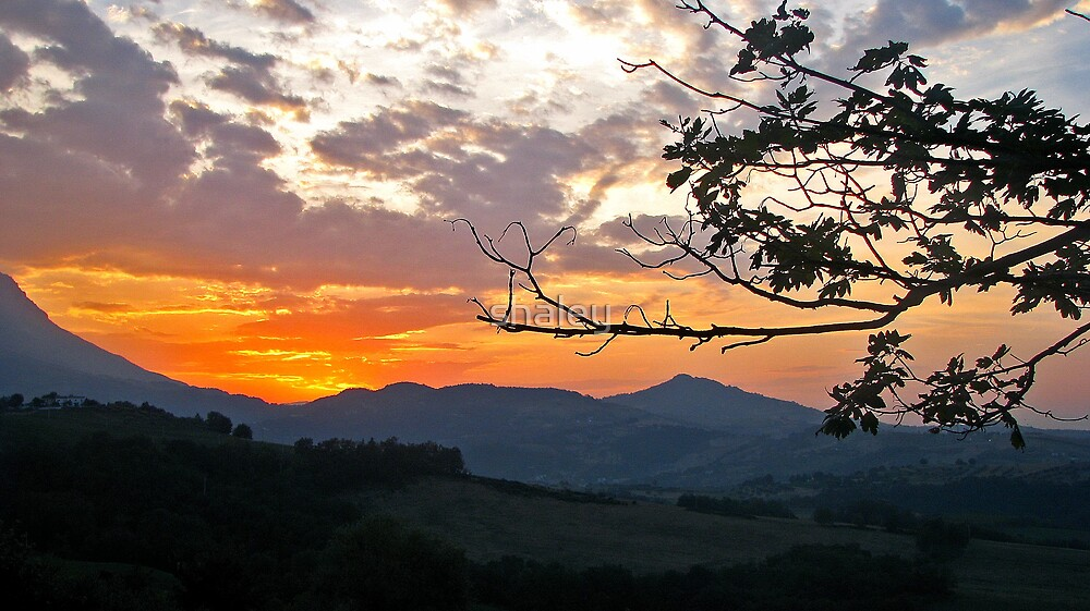 Sunset in Abruzzo by shaley