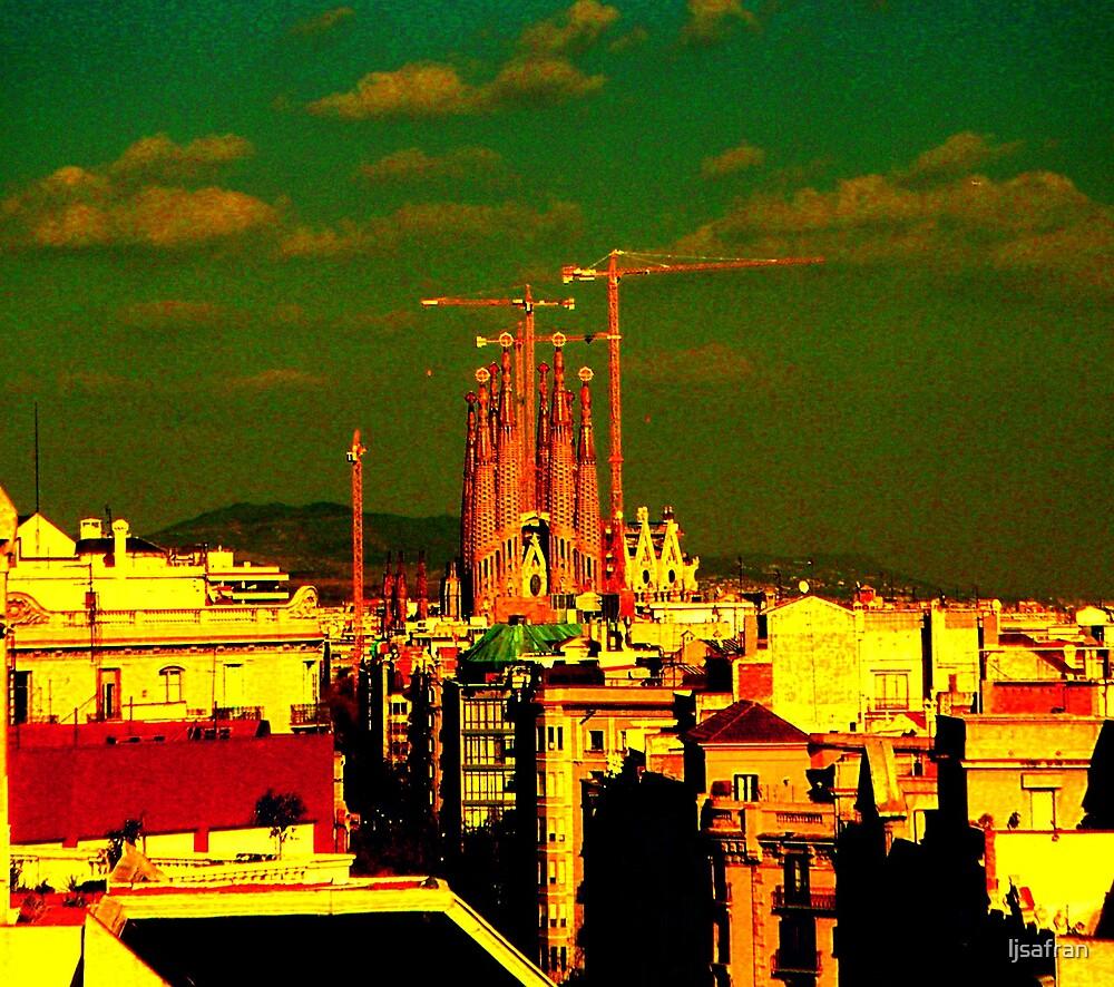 View of La Sagrada Familia by ljsafran
