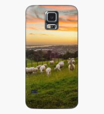 Sheep on One Tree Hill Case/Skin for Samsung Galaxy