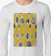 leaves of trees decor decoration yellow T-Shirt