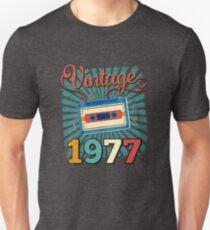 40th Birthday Retro Vintage 1977 Cool Old School Gift T-Shirt