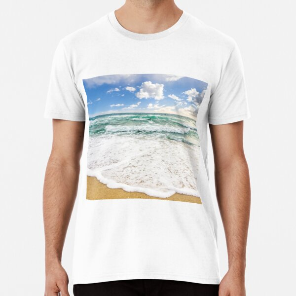 sea ​​waves breaking on the sandy beach Premium T-Shirt