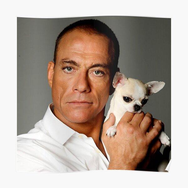 Jean-Claude Van Damme tenant un chien Poster