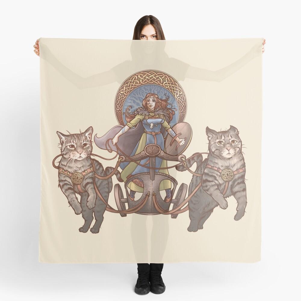 Freya fährt ihren Katzenwagen Tuch