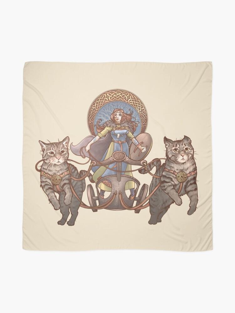 Alternative Ansicht von Freya fährt ihren Katzenwagen Tuch