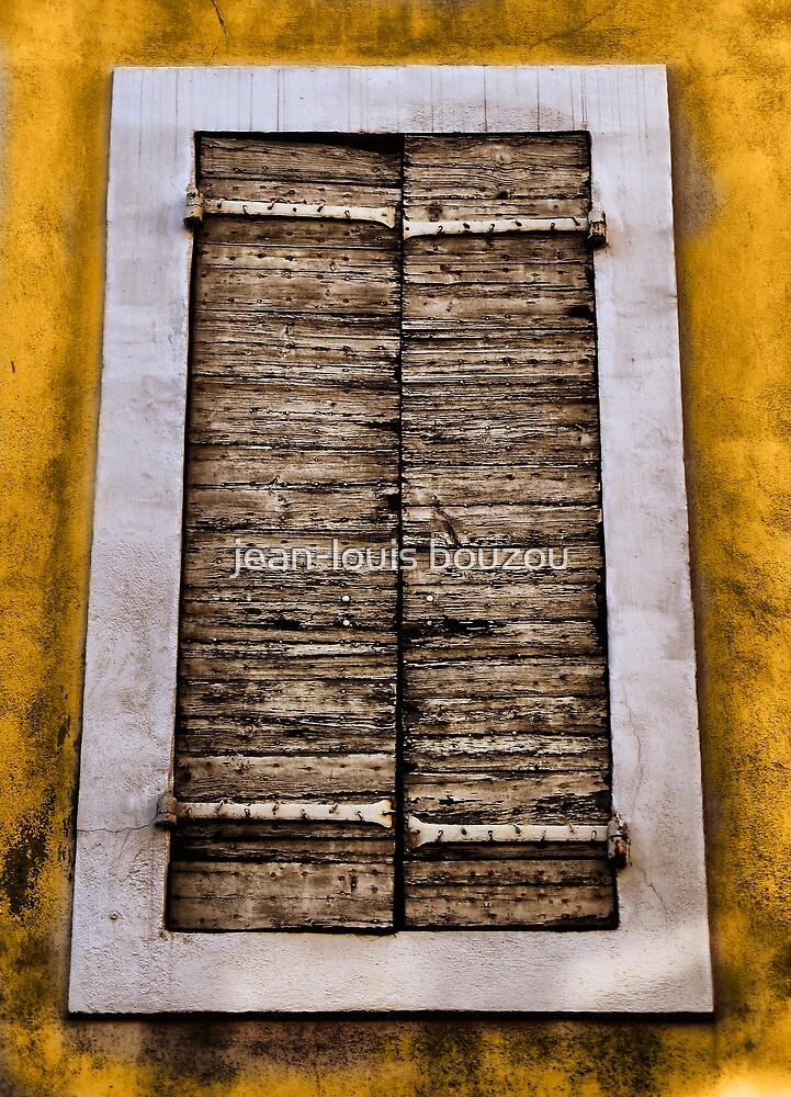 Old shutters... by jean-louis bouzou