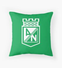 ¡Atlético Nacional: Campeon Liga Aguila 2017  Throw Pillow