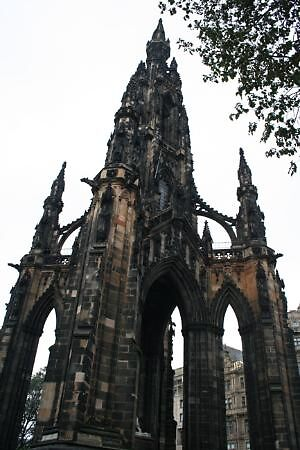 Scott monument, Edinburgh, Scotland by chord0