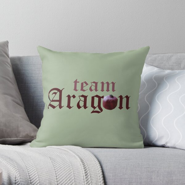 Team Aragon, Tudor Queen Catherine of Aragon slogan Throw Pillow