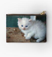Weißes Kätzchen Studio Clutch