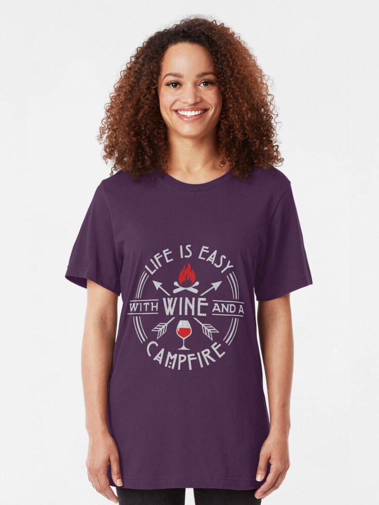 Alternative Ansicht von Camping Life Is Easy With Wine & A Campfire Gift Slim Fit T-Shirt