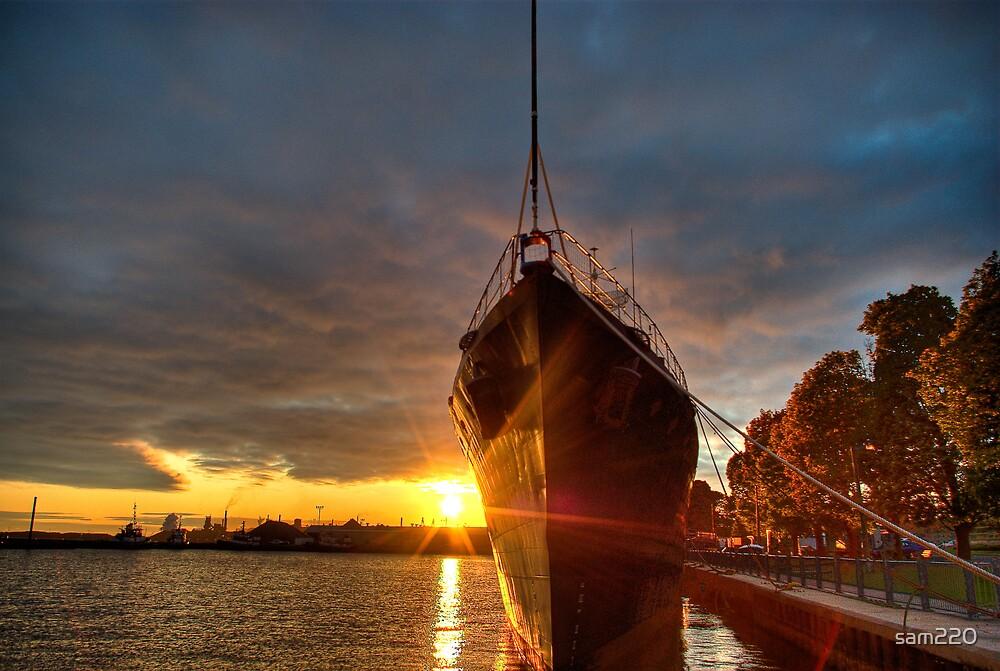 HMCS Haida at sunrise by sam220