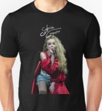 Sabrina Carpenter in CONCERT T-Shirt