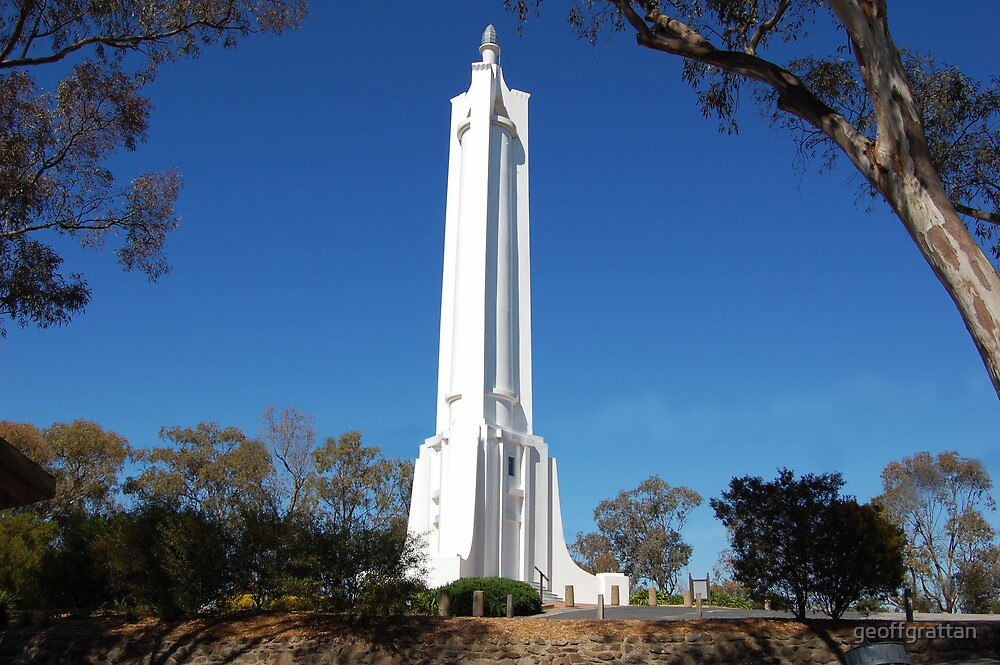 monument at Albury nsw by geoffgrattan