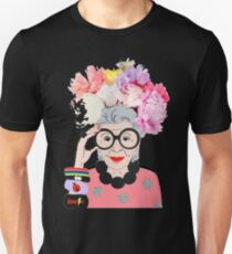 iris apfel -  Clothes is just something you put on to cover yourself. Unisex T-Shirt