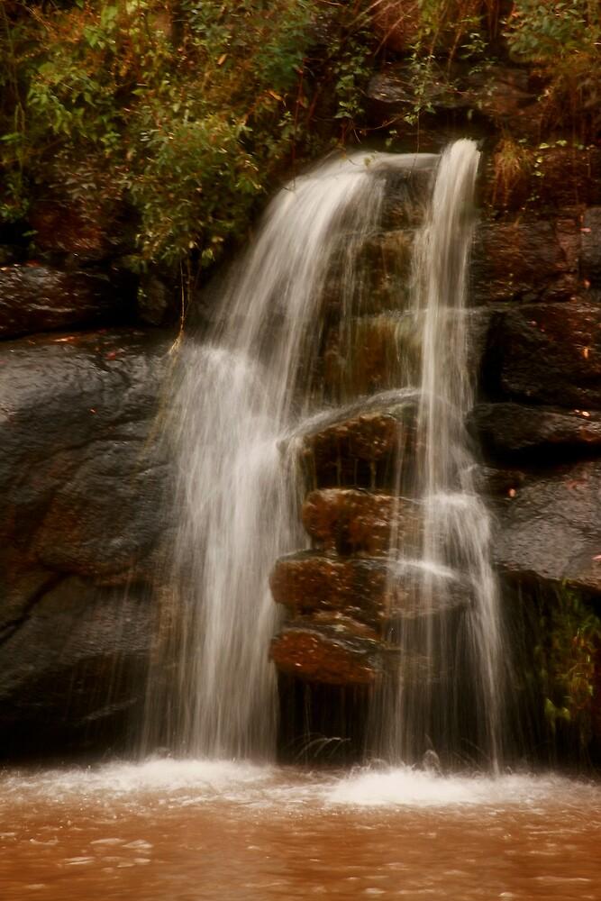 Ten Mile Creek Waterfall by sherryk