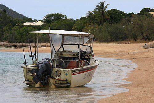 Boat on the beach by David  Geerlings