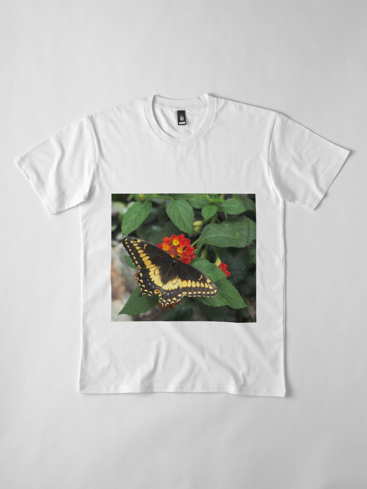 Alternative Ansicht von Beautiful yellow butterfly on Lantana flowers Premium T-Shirt