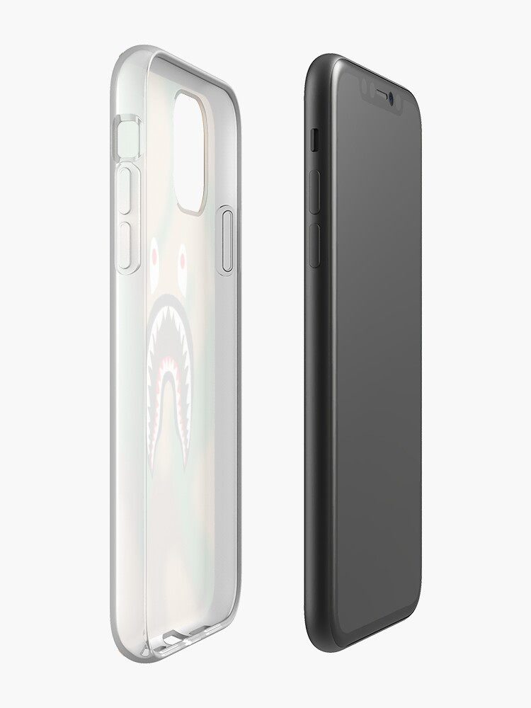 Coque iPhone «Camo Bape requin cas de l'appareil», par zrockdesigns