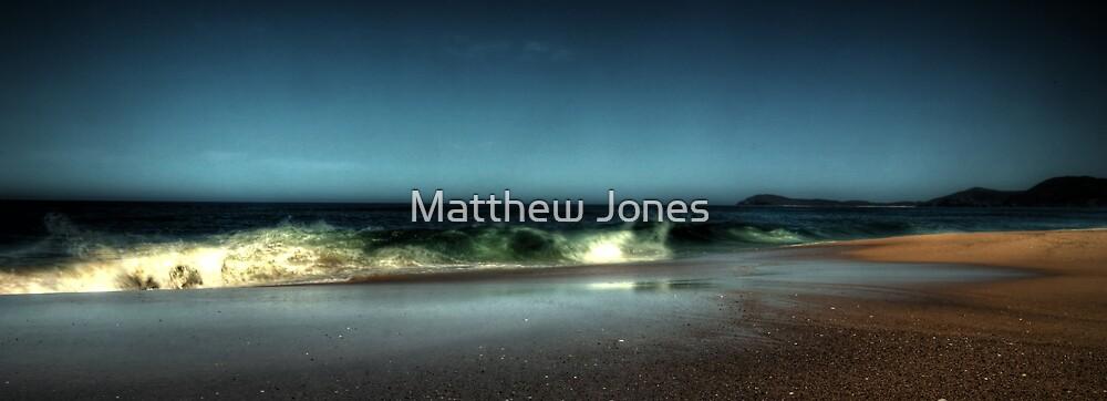 blueys beach by Matthew Jones