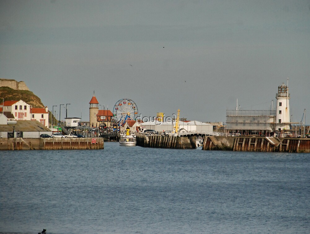 Scarborough. the harbour, and lighthouse by dougie1