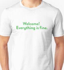 Die gute Platz-Willkommens-Wand Slim Fit T-Shirt