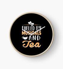 Angetrieben von Musicals und Tee Uhr