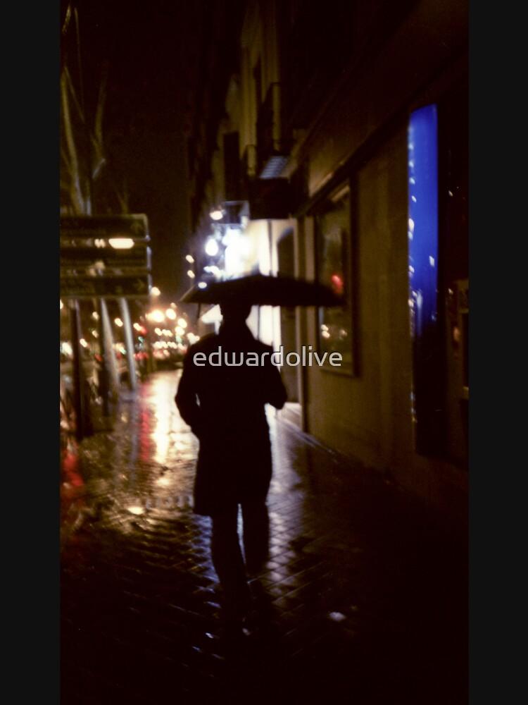 Bemannen Sie das Gehen in Straße nachts analoge Analogfotojournalismus-Porträtphotographie der Regenfarbe 35mm von edwardolive