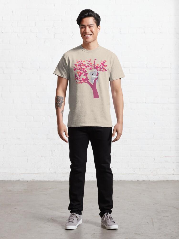 Vista alternativa de Camiseta clásica Amor Koala en árbol