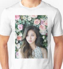 Zweimal Tzuyu Slim Fit T-Shirt