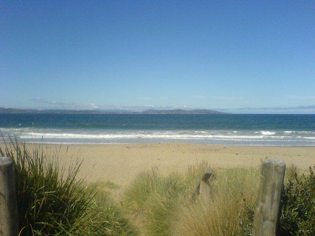 Simple Beach by samaraalise
