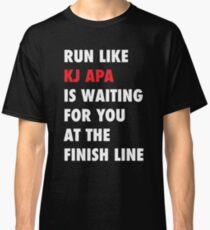 Lauf wie KJ Apa wartet auf dich an der Ziellinie Classic T-Shirt