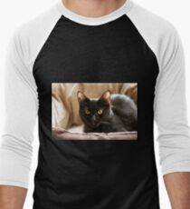 Black cat cosy in bed Men's Baseball ¾ T-Shirt