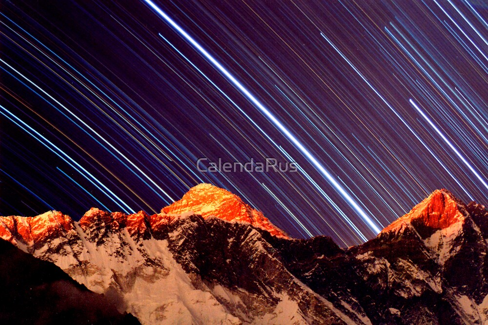 Shooting star over everest by CalendaRus