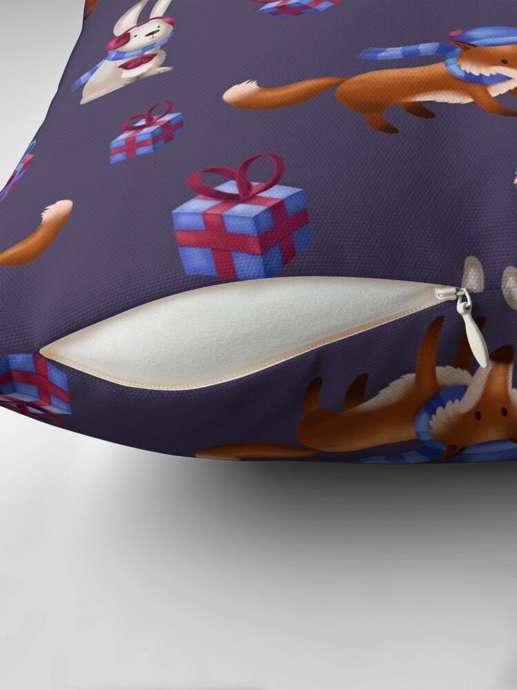Alternative Ansicht von Fuchs und Hase feiern Weihnachten Dekokissen