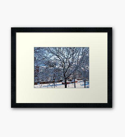 Eine Winterstraßenszene Gerahmter Kunstdruck