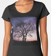 Two Trees embracing Women's Premium T-Shirt