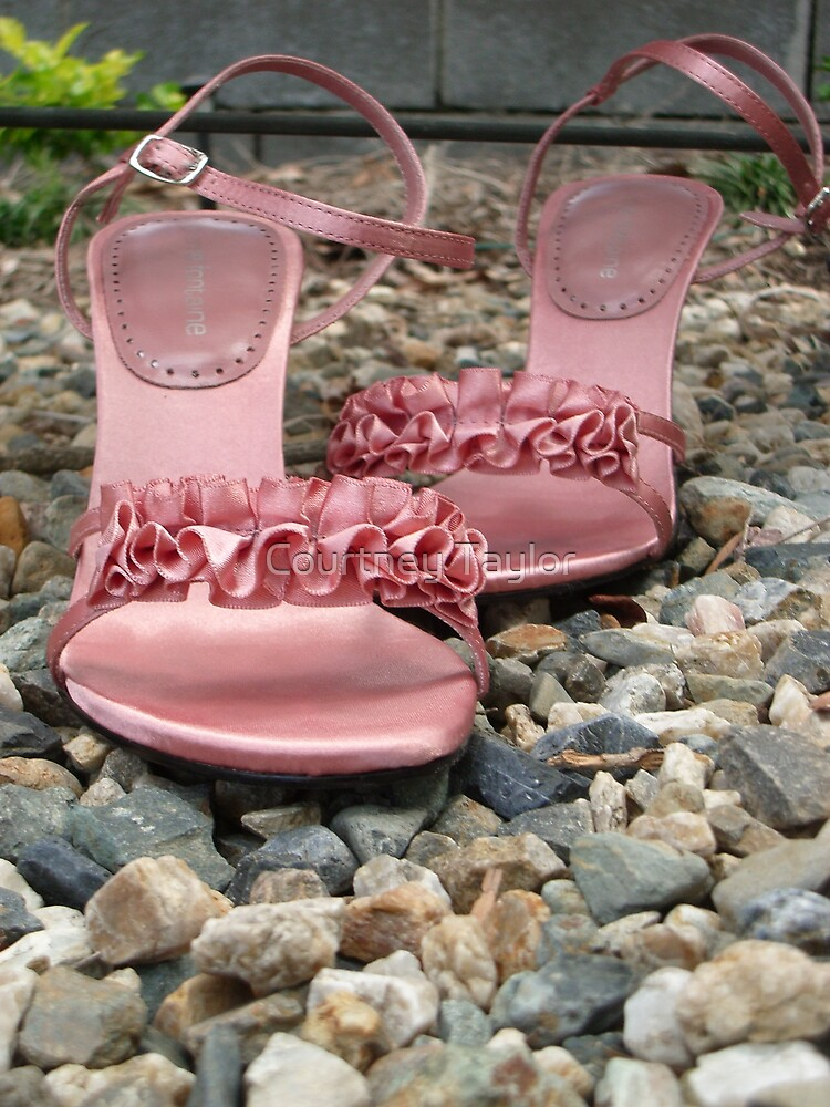 Pink shoes by Yentuoc