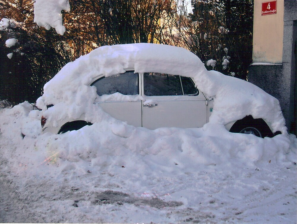 The snowed up VW by Tonie